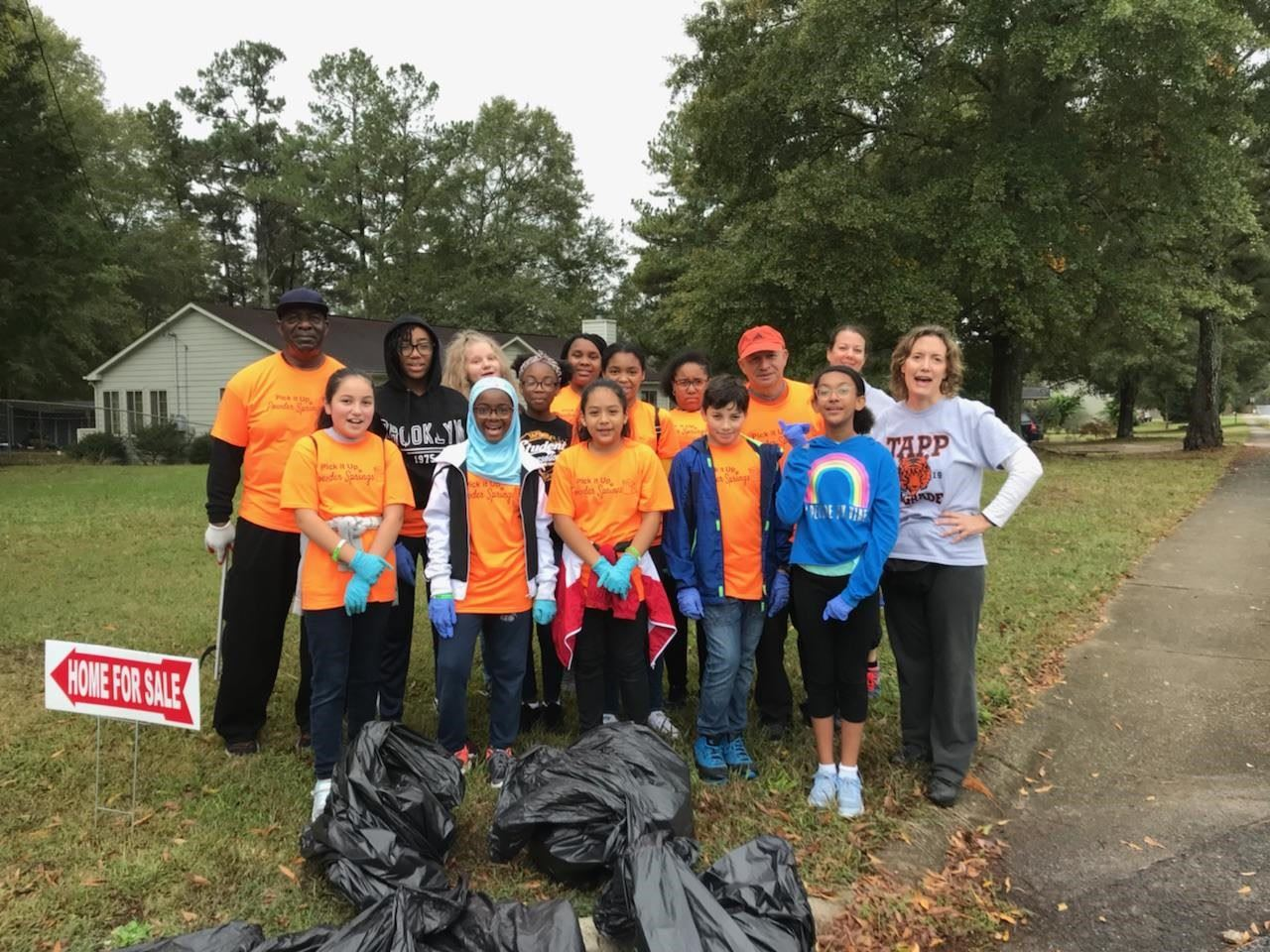Volunteers for Pick It Up Powder Springs